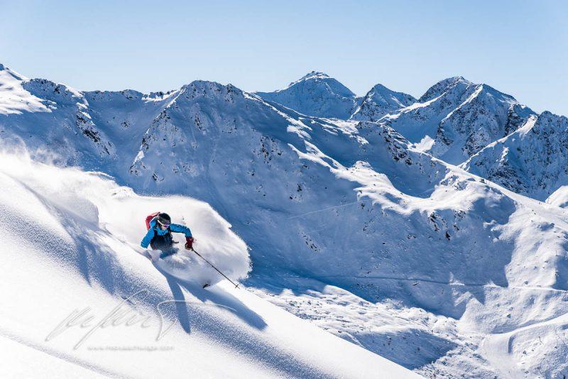 ski, skitour, freeride, Kitzbühel, Rettenstein, Muttereralmbahn, Pistenraupe, Neuschnee, Powder, Glitzerschnee, Gipfelpose, Schareck, Steilwandskifahren, Hängebrücke, Fotopoint